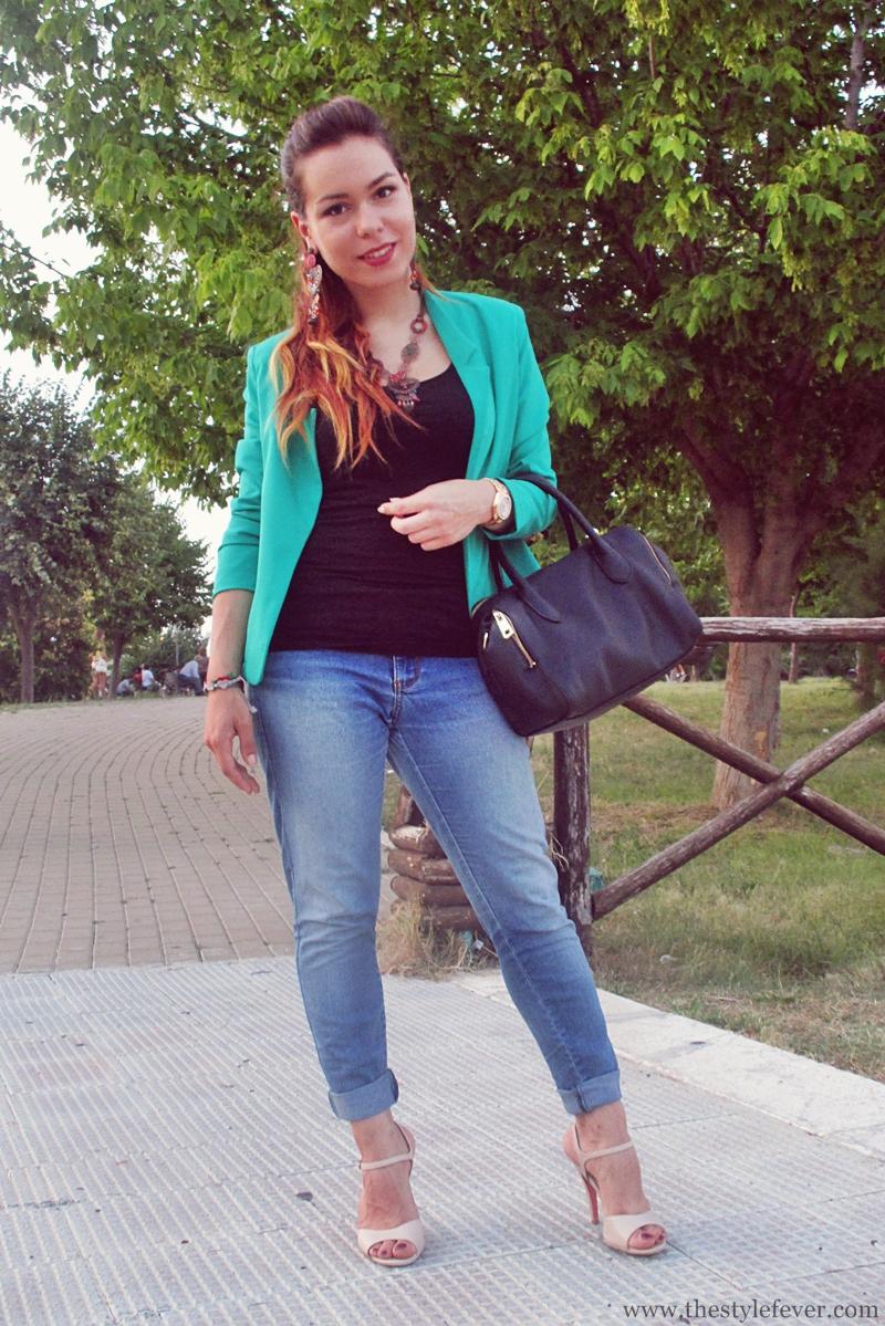 Outfit jeans, blazer verde, scarpe nude, fashion blogger, Mina Masotina
