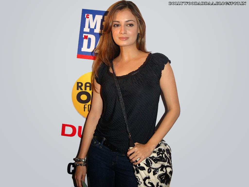 Diya Mirza in tight pants