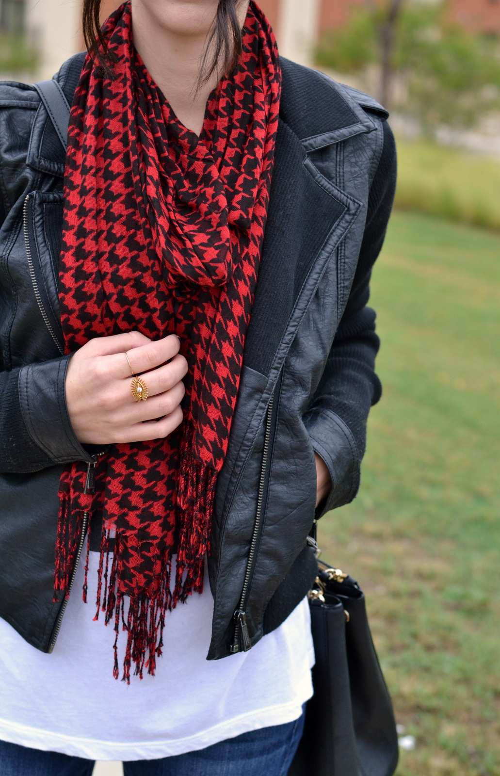 Fall_Scarf_Leather_Jacket