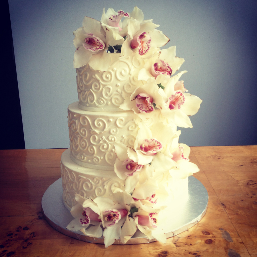 A Simple Cake Fresh Flowers For Your Wedding Cake
