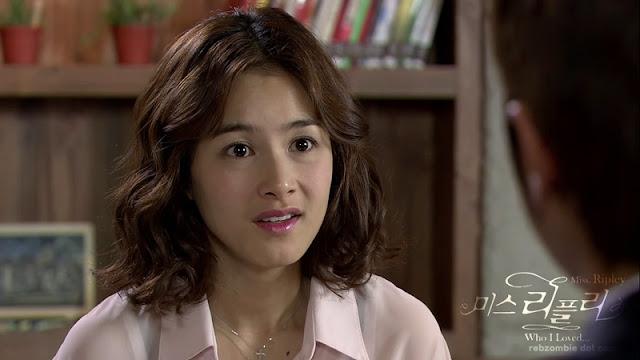 Kang Hye Jung as Moon Hee Joo