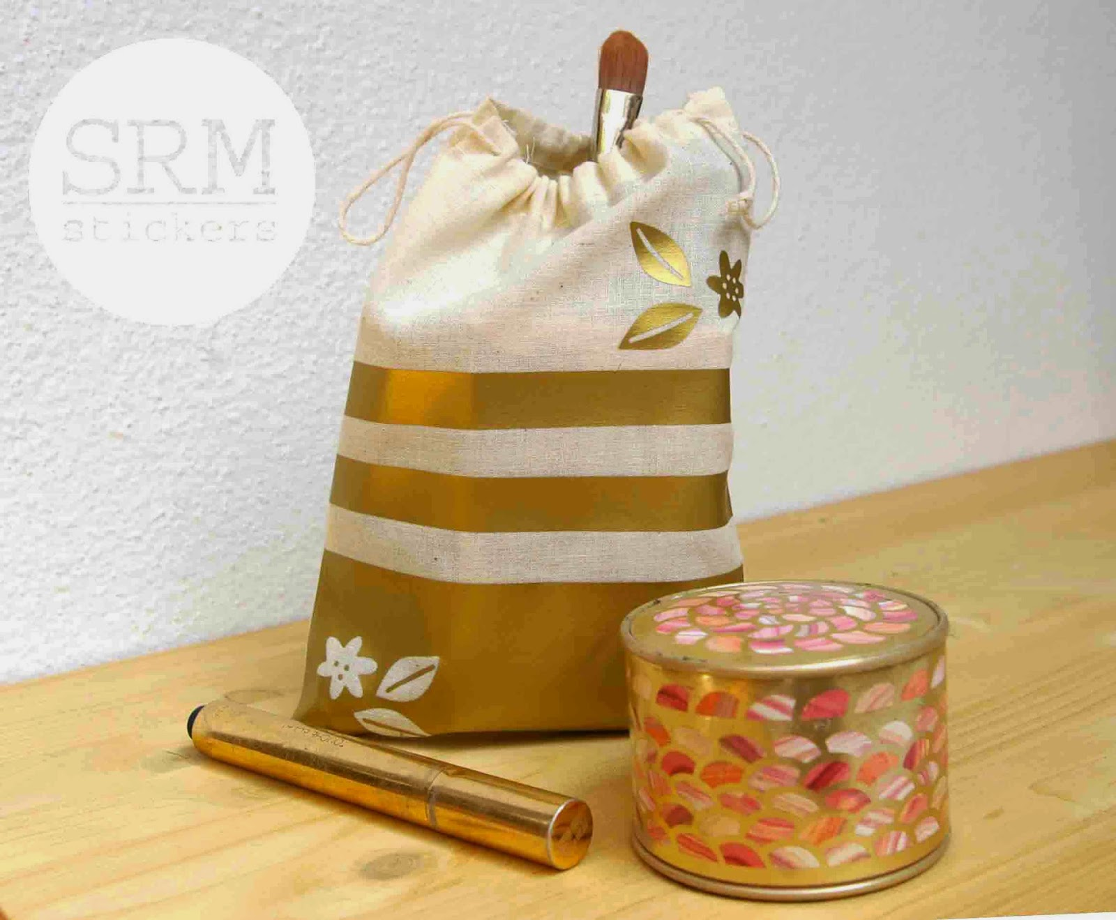 SRM Stickers Blog - Trendy Make Up Bag by Lorena - #muslin #bag #vinyl #heat transfer #altered #die cuts