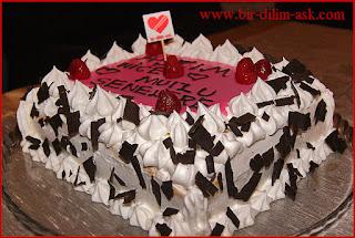 Frambuaz çikolatalı Yaş Pasta-bir dilim aşk