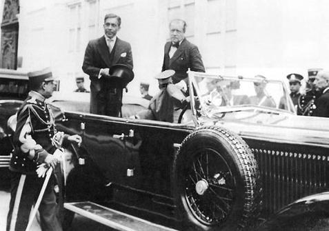 Luis M. Sánchez Cerro en el carro presidencial de aquella época
