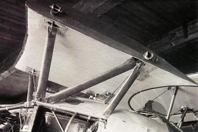 Фюзеляжные стойки и центроплан верхнего крыла И-5