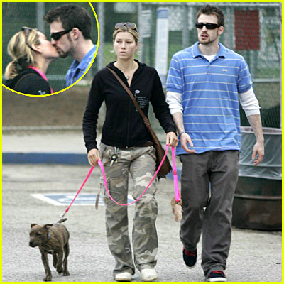 super hollywood chris evans with his girlfriend