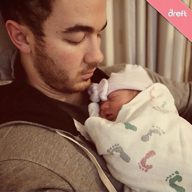 Kevin Jonas comparte momento intimo con su hija Alena Rose