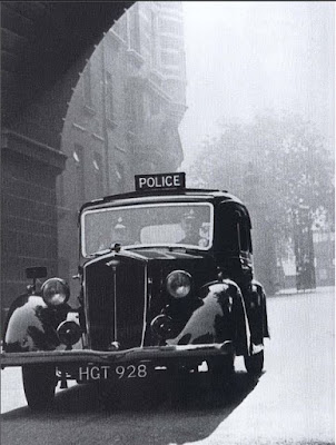 Entering Cannon Row Police Station from Victoria Embankment (circa 1940) (from FlickRiver)