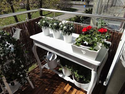 http://www.dekoratoramator.pl/2013/06/czy-warto-inwestowac-w-meble-balkonowe.html