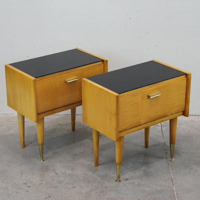 pareja de mesitas de los años 50
