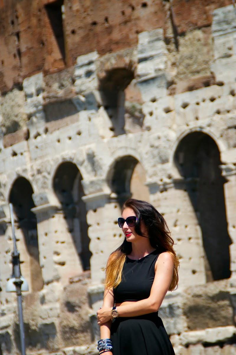 LOOK EN ROMA, OUTFIT, CROP TOP, FALDA MID, AIR MAX CHICAS, AIR MAX PERSONALIZADAS, NEGRO, BLACK, BLACK SKIRT