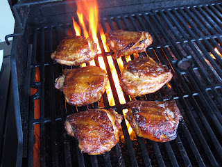 http://2.bp.blogspot.com/-coezVFplPF0/Tmdv6l5To2I/AAAAAAAAEcI/kGck4jSaU6E/s1600/chicken+grill+flare+up.JPG