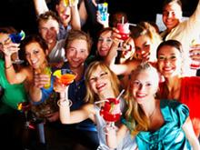 La celebración de una despedida de solteros mixta, de chicos y chicas