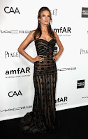 Alessandra Ambrosio posing on the black carpet