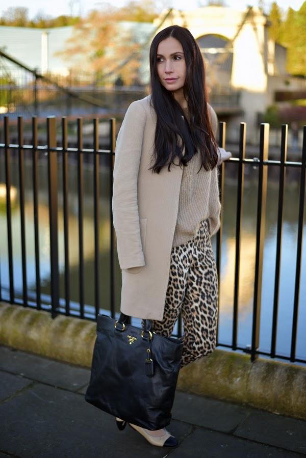 LamourDeJuliette_Leo_Pants_Outfit_Beige_Chanel_Flats_FashionBlog_002
