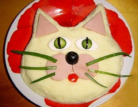 Коте от картофено пюре