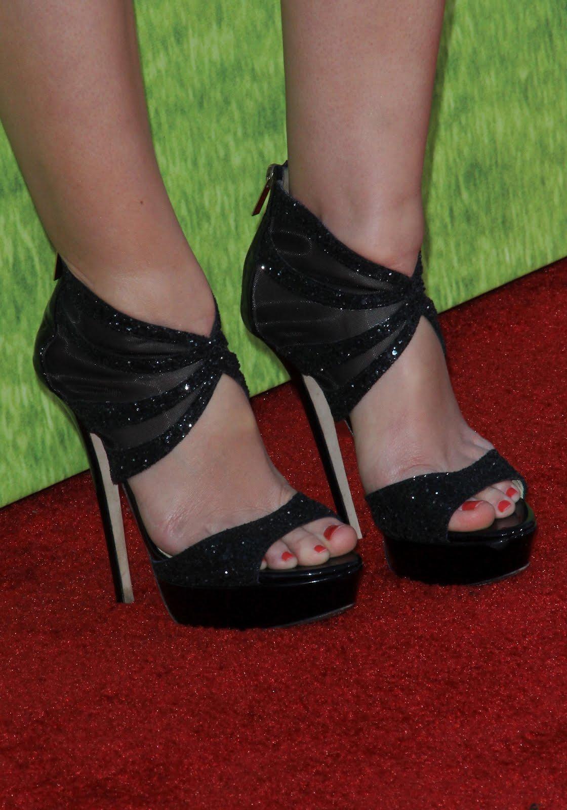 http://2.bp.blogspot.com/-cphCUxcY8-Q/UD8kde1TONI/AAAAAAAAAhk/v4D8OXDiw00/s1600/Leighton_Meester_Feet_05.jpg