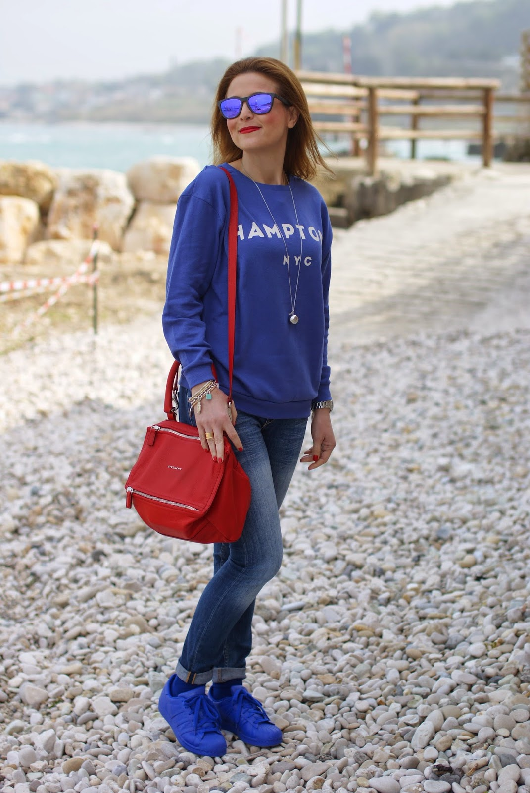 adidas supercolor and givenchy pandora bag, red and blue, fashion blogger wearing adidas sneakers, superstar shoes, Fashion and Cookies, fashion blogger, fashion blog