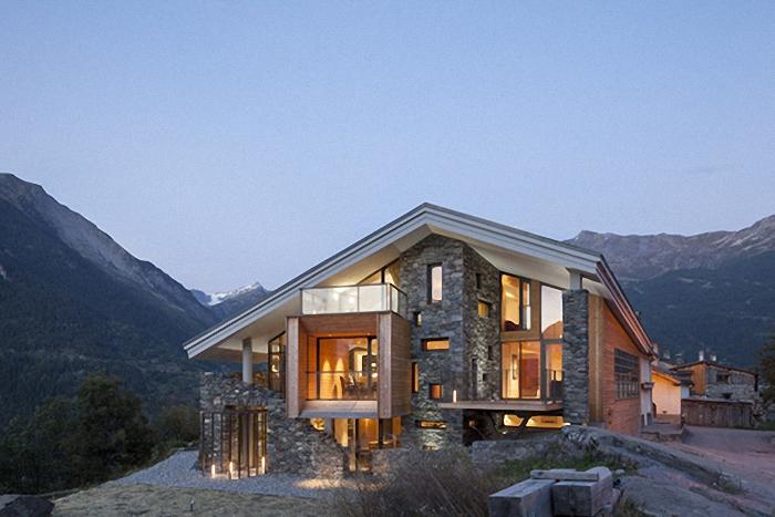 Hogares frescos casa en la monta a inspirada por el paisaje for Casa en la montana