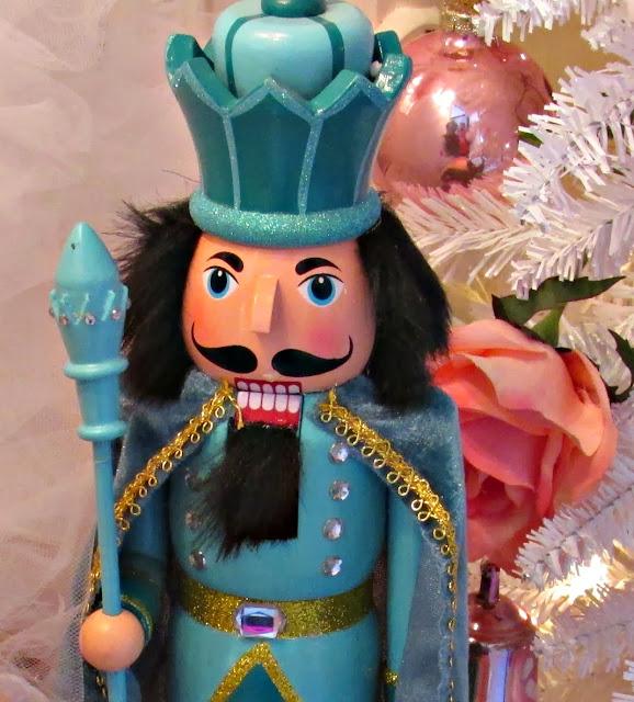 Nutcracker Theme: Penny's Vintage Home: Nutcracker Christmas Tree