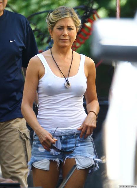 Jennifer-Aniston-Goes-B*aless-Photo