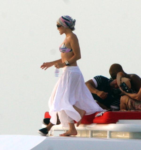 Jennifer Lopez – Bikini Candids in Miami