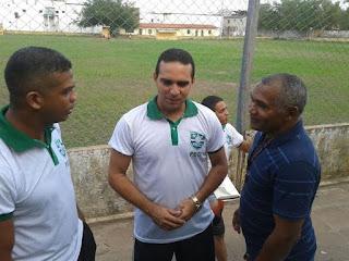 Ricardo com amigos antes de mais uma partida do Pirapemas Esporte Clube da Ilha (PECI),  time na qual ele é diretor presidente