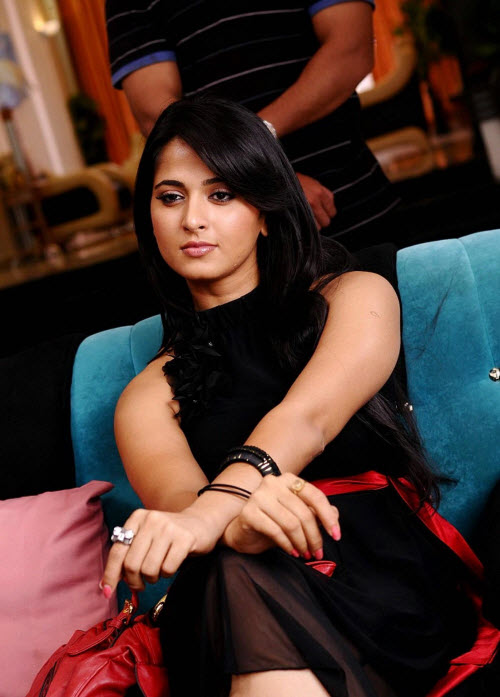anushka in black