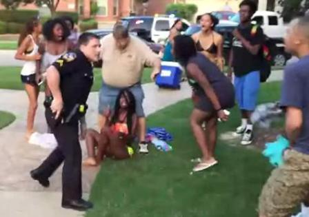 Cop draws gun in McKinney, Texas