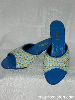 http://www.craftpassion.com/2009/01/kasut-manek-beaded-shoes.html