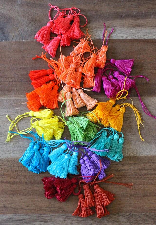 Borlas de colores de hilos para customizar el bolso