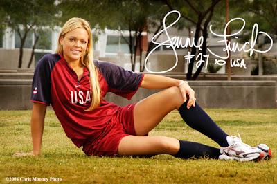 Pitcher sofbol Olimpik USA Jennie Finch yang cantik jelita