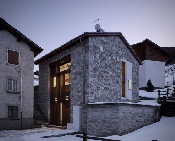 vista de las fachadas de la casa rehabilitada