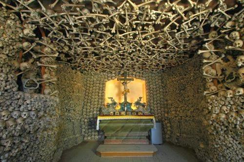 Kaplica Czaszek w Czermnej (fot. Merlin)