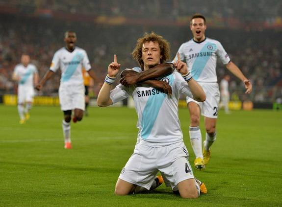 The four arms of David Luiz