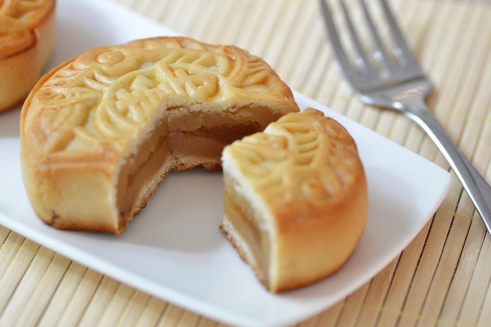 Lotus Seed Mooncake Mooncake Filled With Lotus