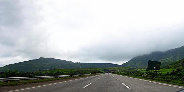 long shot of mumbai pune expressway