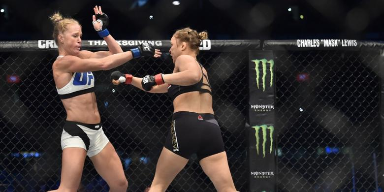 Foto Pertarungan Ronda Rousey Vs Holly Holm