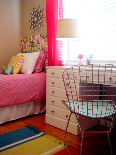 Belle maison reader project bright fun girl 39 s bedroom for 17 year old boy bedroom ideas