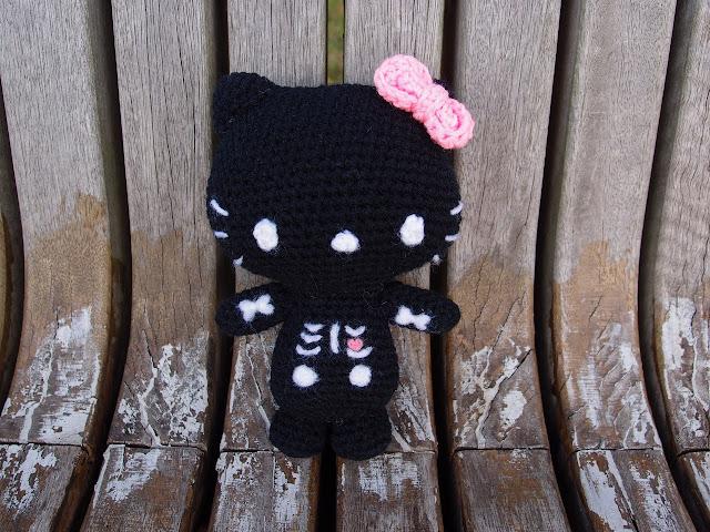 crocheted singing bone hello kitty amigurumi