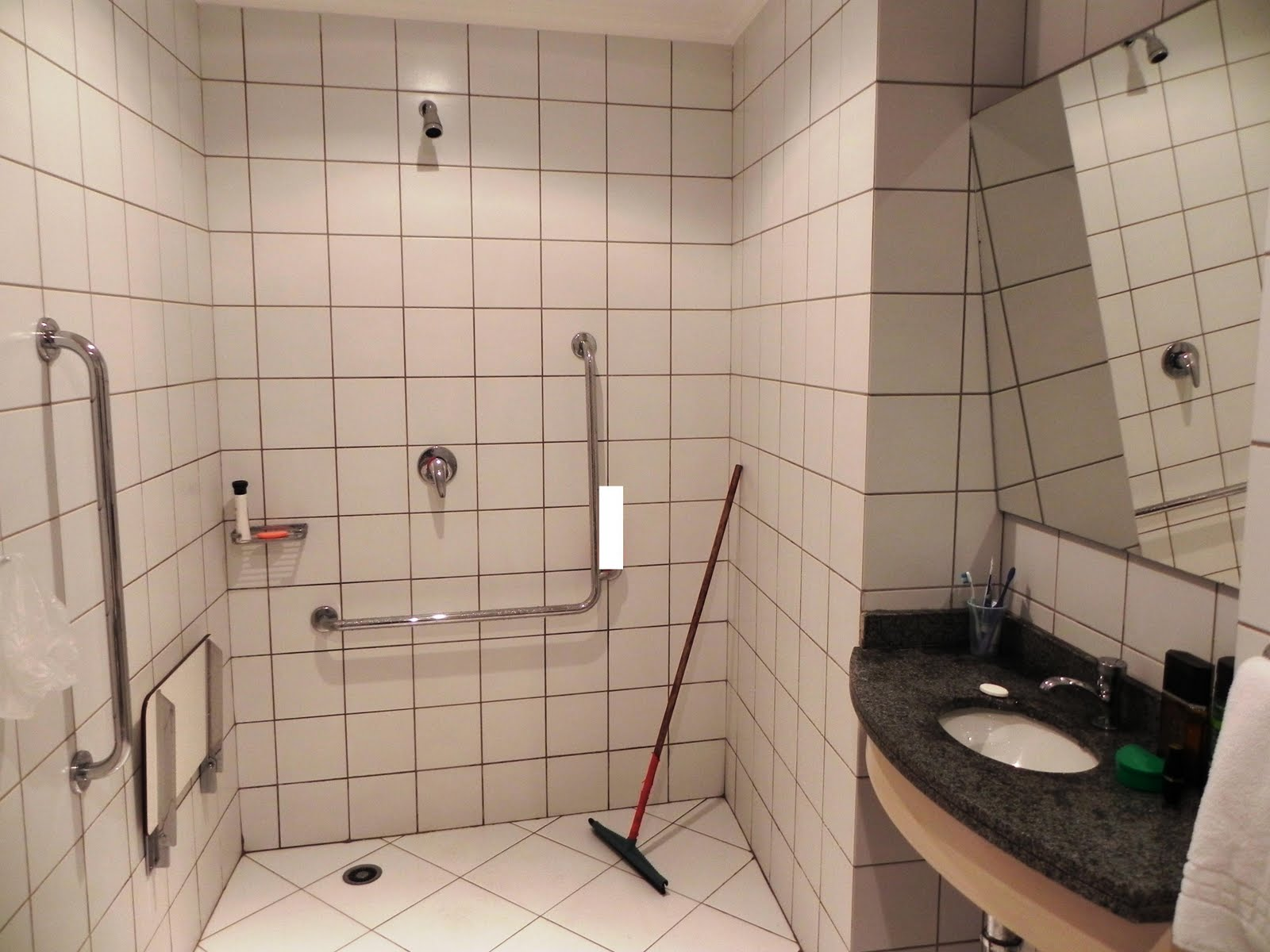 Acessibilidade na Prática: Banheiro acessível Go Inn Jaguaré  #A33A28 1600x1200 Banheiro Acessivel Planta Baixa