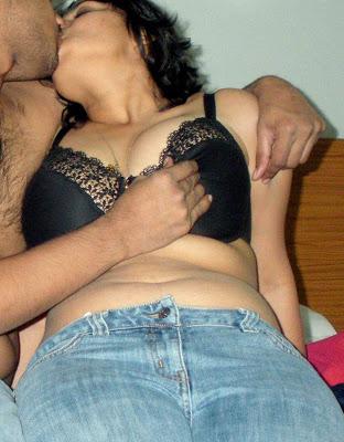 Sexy Indian Babe Boobs indianudesi.com