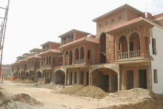 Amrapali Leisure Valley :: Construction Status