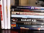 Eu e o João temos uma dvdteca em casa, nossa coleção de filmes já conta com .