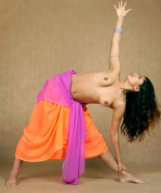 Maal Masala Nude Yoga Girl indianudesi.com