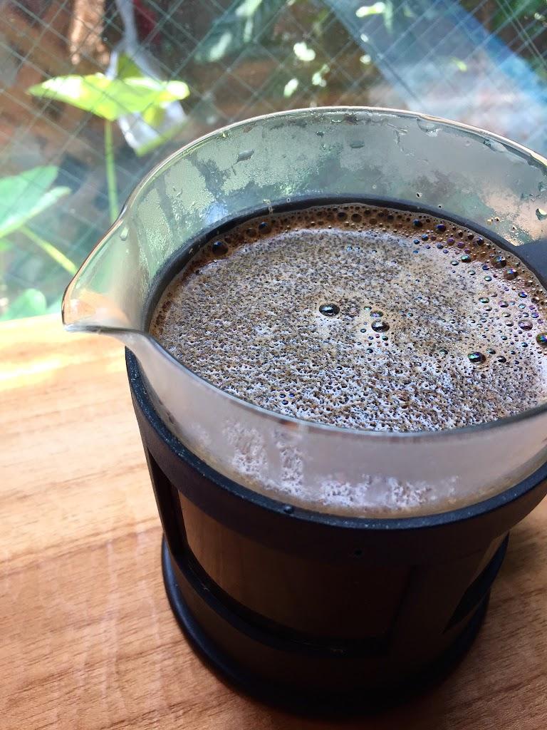 フレンチプレスで淹れるコーヒー