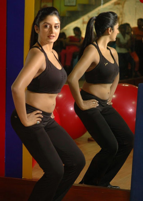 vimala raman ing cleavege in gym rare actress pics