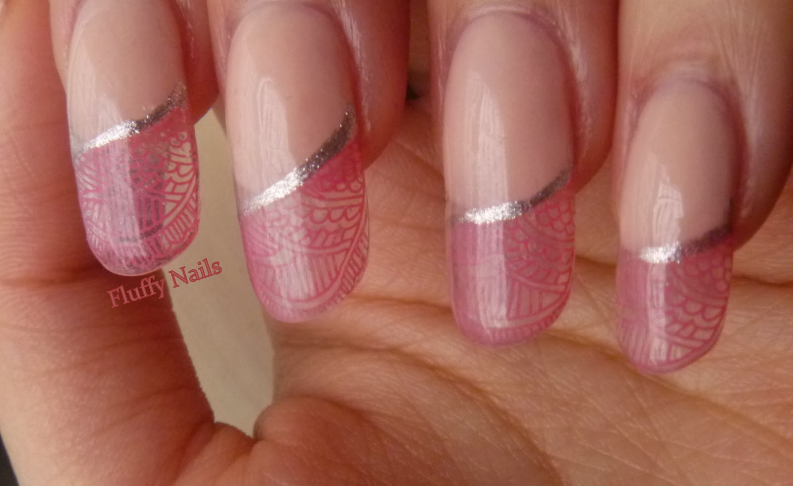 Nail,art vitrail rose argent, Stamping XL sur ongles en gel transparent /  pink and silver nail art on gel nails.