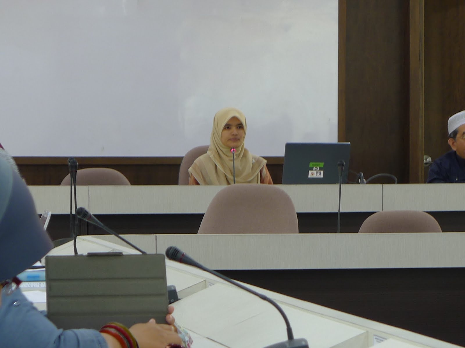 mohammad helmi hidthiir Chapter 2 chapter 2 consumer behaviour theory 21 introduc1 on chapter 1 provided an overview of the area of research for this study, by identifying, among others, the objectives of the study together with the importance attributed to the study.