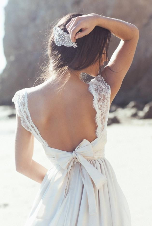 Vestido de novia con lazo y encaje